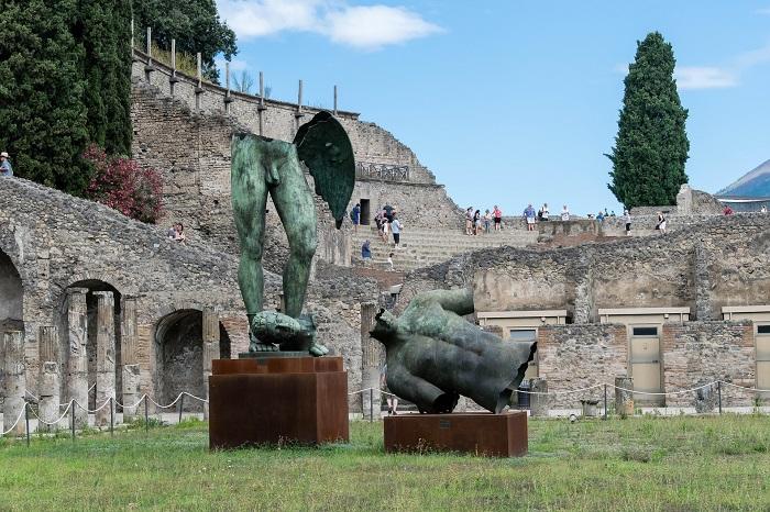 Statue at Pompeii