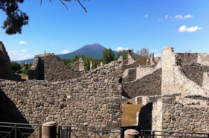 Ruins & Mt Vesuvius