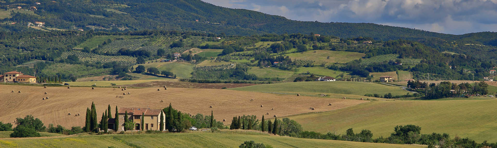 What is the prettiest town in Tuscany?