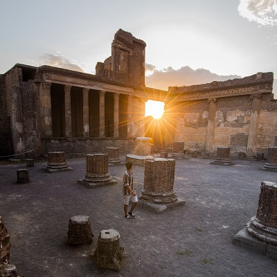 How far is Pompeii from Rome?