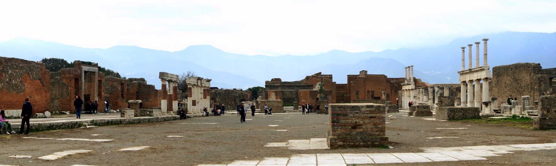 How many bodies were found at Pompeii?