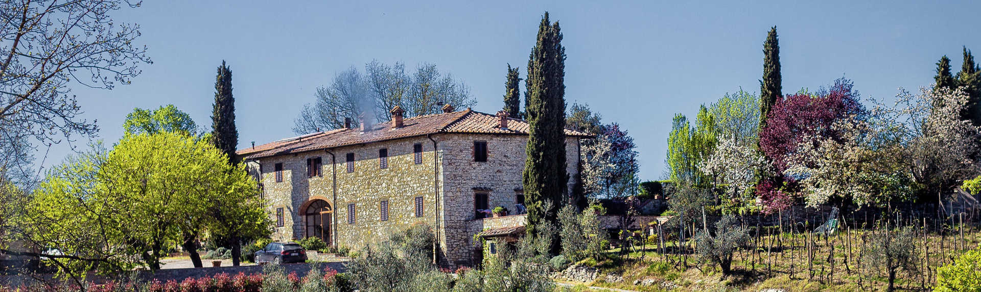 How do you visit Tuscany wineries?